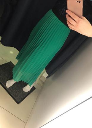 Зеленая юбка миди плиссе6 фото