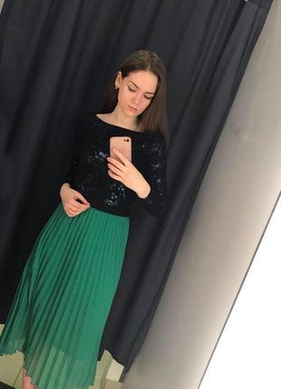 Зеленая юбка миди плиссе7 фото