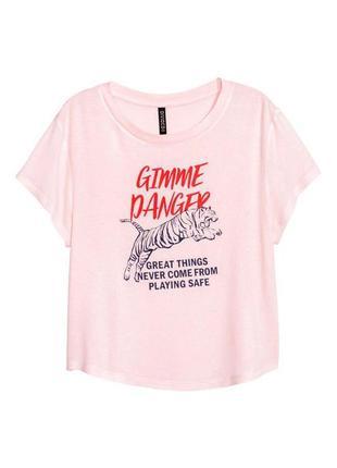 Розовая футболка с принтом h&m