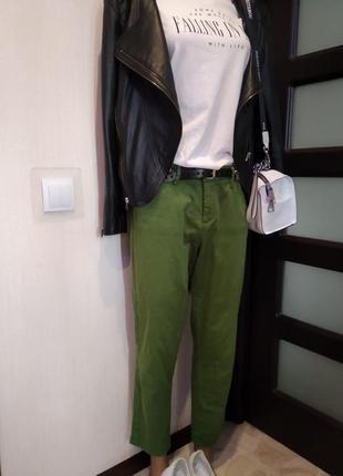 Крутые зауженные укороченные брюки штаны оверсайз зеленые