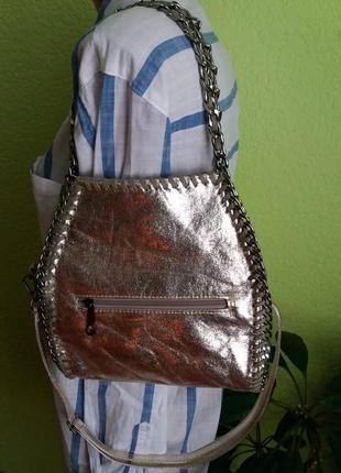 Оригинальная кожаная сумка золотистого цвета