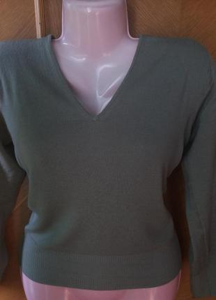 Джемпер модного кольору.