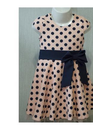 Изысканное платье с коротким рукавом в горошок
