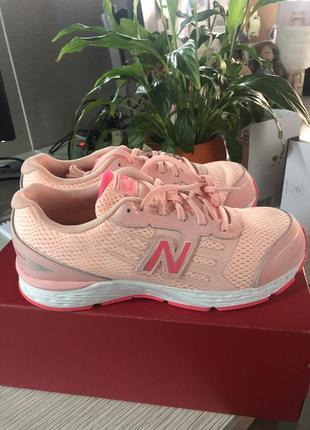 Розовые кроссовки new balance 680v5 оригинал