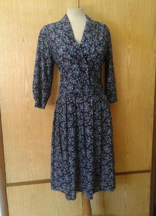 Синее трикотажное платье в мелкий цветочек , xl.