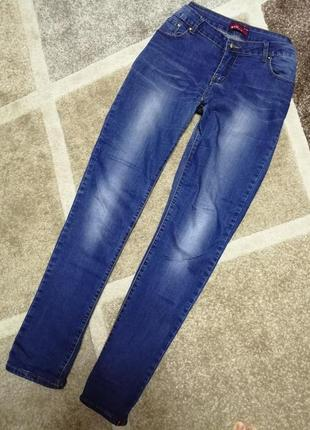 Джинсы классического синего цвета