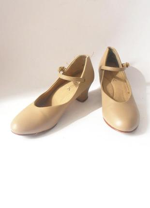 Очень удобные туфли от бренда capezio, р-р 35 код k3502