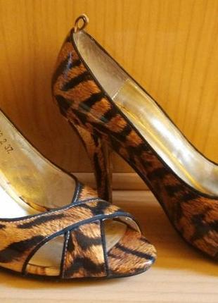 Лаковые кожаные туфли лодочки в анималистичный принт тигровый леопардовый6 фото