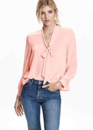 Пудравая блуза с бантом
