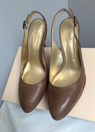 Туфли босоножки открытые кожаные, цвет мокко.