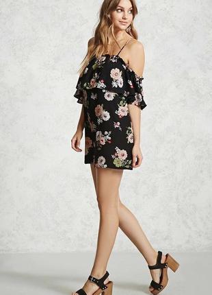 Платье с цветочным принтом открытыми плечами и воланом forever 21