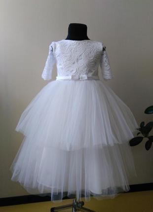 Белое нарядное платье в 2 яруса  с гипюром