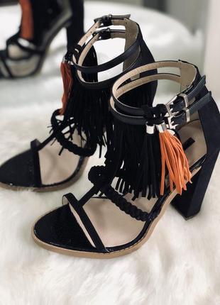Трендовые черные босоножки с бахромой/открытые туфли на каблуке lost ink 37 381 фото