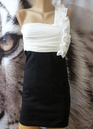Красивое элегантное платье s-m