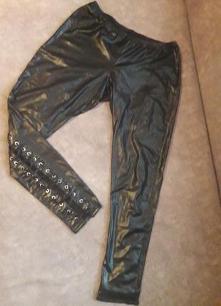 Неймовірно стильні укорочені штанішки під шкіру  на шнуровках!