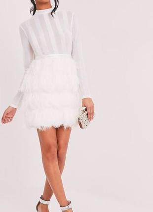 Супер біле плаття з пір'ям