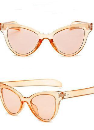"""Очки от солнца с прозрачной оправой """"кошачий глаз"""" и цветной персиковой линзой"""