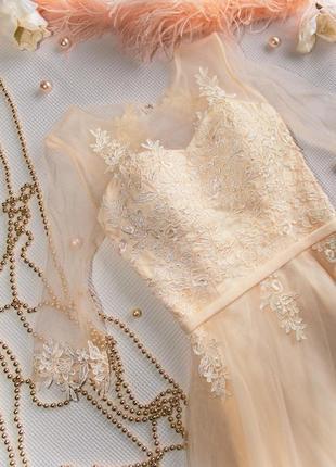 Свадебное платье с кружевом и рукавом