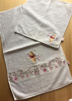 Белые детские махровые полотенца с мишкой винни пухом3 фото