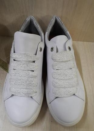 Модні білі кеди 37