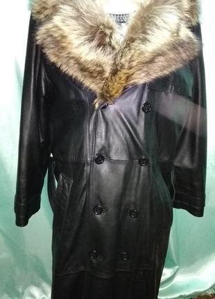 Кожаное пальто плащ с шикарным воротником из волка