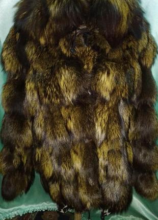Модная шуба из чернобурки оливкового цвета