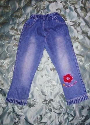 Тоненькие джинсики с цветком и рюшками внизу