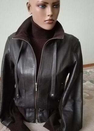 Стильная короткая кожаная куртка