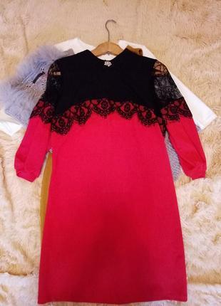 Платье с гипюрам