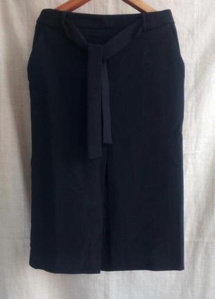 Чёрная юбка карандаш с разрезом спереди4 фото
