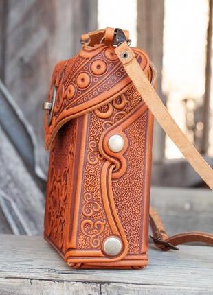 Сумочка рюкзак кожаная маленькая летняя с орнаментом тиснение8 фото