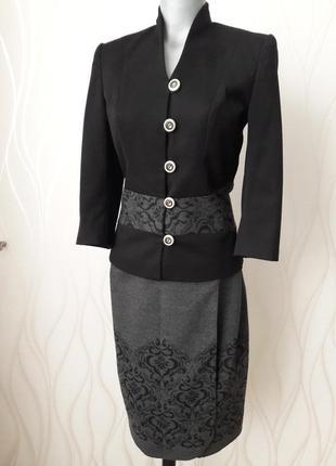 Супер красивый, деловой и нарядный женский костюм на подкладке.