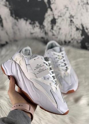 Шикарные женские кроссовки adidas yeezy 700 white