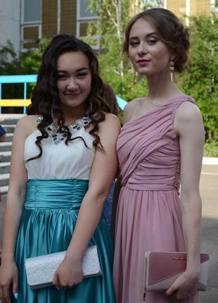 Вечернее выпускное платье на одно плечо розово-бежевого цвета хс; хс-с