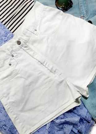 Бомбические белые,актуальные джинсовые шорты на высочезной посадке