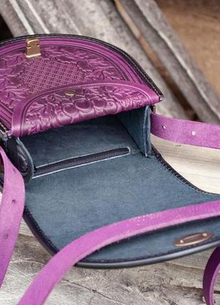 Сумка кожаная женская фиолетовая через плечо с орнаментом тиснение бохо стиль8 фото