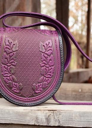 Сумка кожаная женская фиолетовая через плечо с орнаментом тиснение бохо стиль4 фото