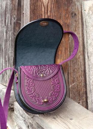 Сумка кожаная женская фиолетовая через плечо с орнаментом тиснение бохо стиль5 фото