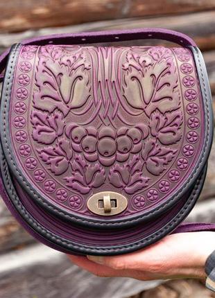 Сумка кожаная женская фиолетовая через плечо с орнаментом тиснение бохо стиль10 фото