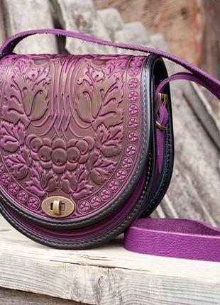 Сумка кожаная женская фиолетовая через плечо с орнаментом тиснение бохо стиль3 фото
