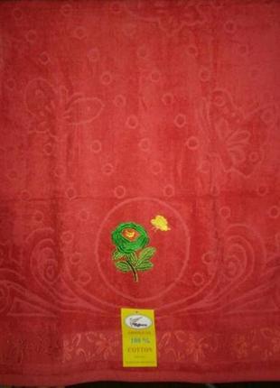 Новое красное махровое полотенце3 фото