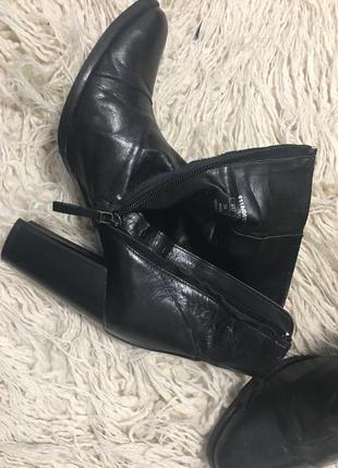 Ботинки на каблуке4 фото
