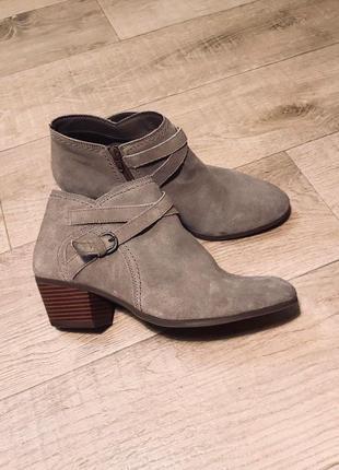 Актуальные ботинки полуботиночки ботильоны туфли низкий/средний каблук  натуральная замша