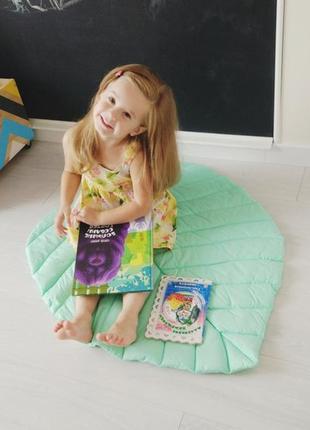 Коврик - листик для детской комнаты в мятном цвете