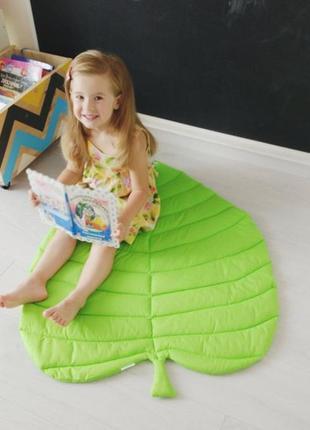 Коврик - листик для детской комнаты в светло-зелёном цвете