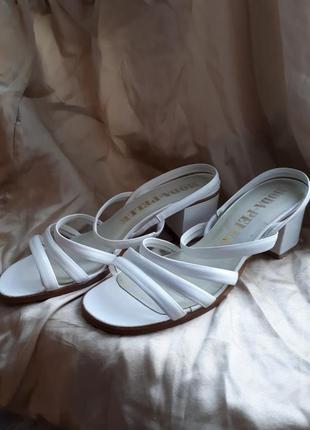 Белые босоножки1 фото