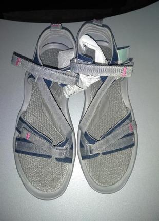 Треккінгові сандалії