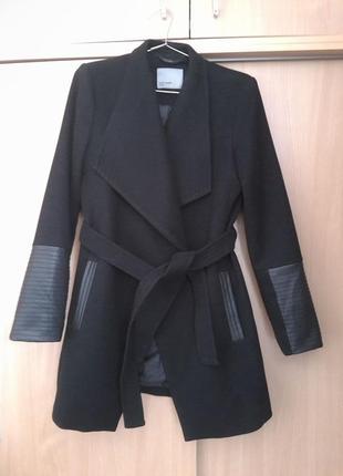 Комфортное красивое стильное пальто vero moda с кожаными вставками. оригинал