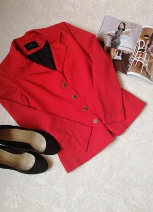Стильный красный пиджак 36 рр