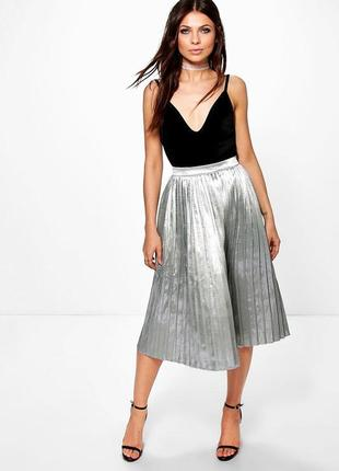 32e5c0a7c5e Шикарная серебристая юбка миди металлик boohoo night плиссированная юбка  ниже колен гофре